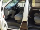 Toyota Reguis 2000 Van